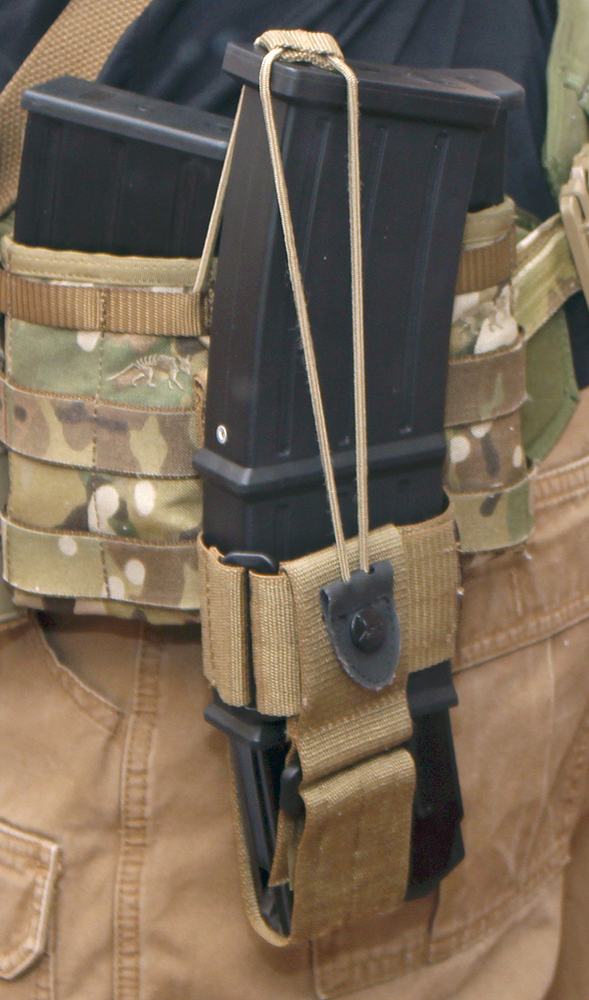 Mka 1919 Mag Carrier in Tasmanian Tiger Communications Pouch